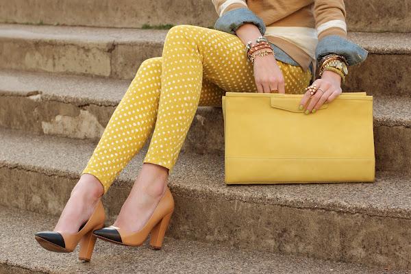 sarı giyimi
